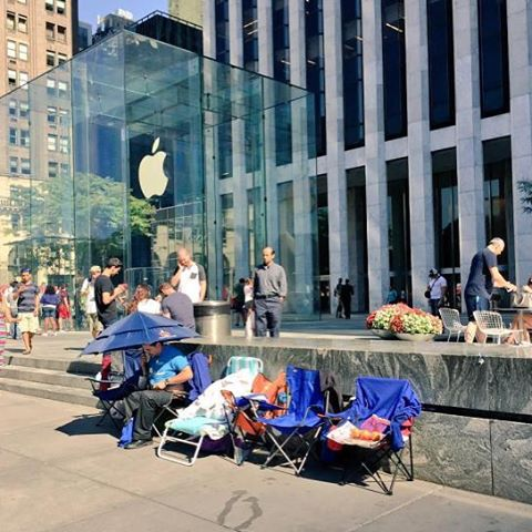 Apple Fans Camping Out Waiting For The New Iphone 6s